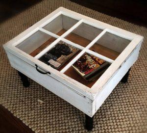 Mesa-baúl con ventana reciclada